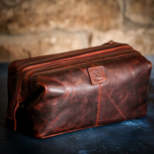 Real eather wash bag in vintage tan