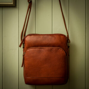 Travel bag in tan leather